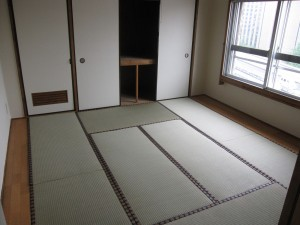 an apartment in Shibuya comes with a tatami room with newly-replaced tatamis