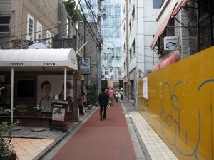 a popular footpath in Omotesando