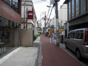 popular footpath in Omotesando