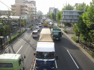Kan nana seen from a pedestrian bridge near Heiwajima station