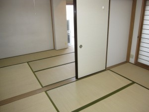 inside (= 2 tatami rooms on 1st floor)