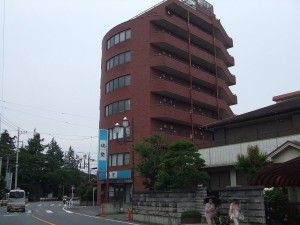 a high-yield SRC apartment building in a suburb of Tokyo